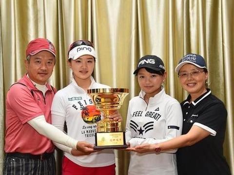 她是公认的高尔夫女神,长相甜美,出生于日本却坚持回中国发展