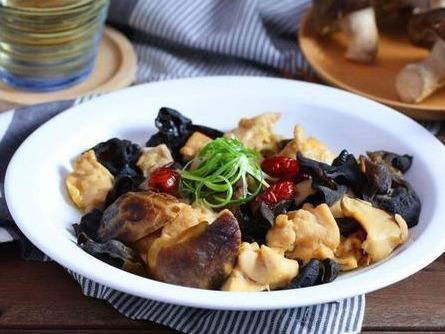 蚝油木耳蒸鸡,丝瓜蛋汤,海苔香酥虾这几道家常菜的做法