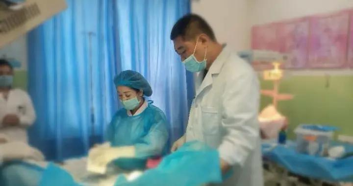 英吉沙县高危产妇临产 山东援疆医生上演4小时生命大营救