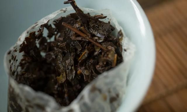 了丿简装焖泡茶2002年 | 十八年安化老黑茶,极简品饮,方便快捷