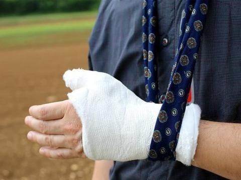 压缩性骨折是怎么回事?骨科专家详细讲一讲