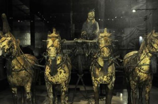 秦始皇陵挖出19把青铜剑,制作技术太逆天,专家连呼不可能