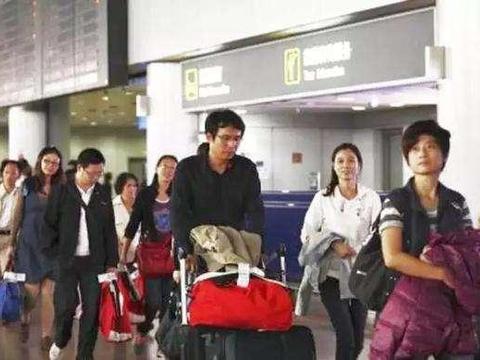 当年放弃国籍加入外籍的华人现在都想回国!海关:中国不是收容所