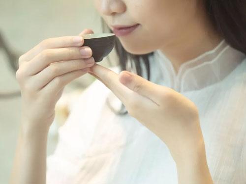 k5电竞官网:春雨催茶生 茶保健也美