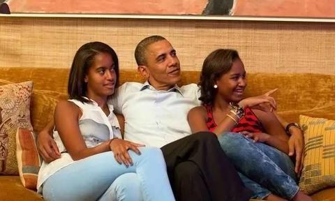 奥巴马罕见晒女儿!和21岁大女儿山顶看风景好暖