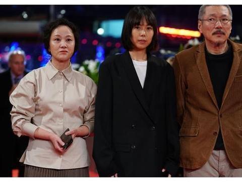 比韩素希更强的第三者金敏喜,颁奖台上向已婚导演示爱!