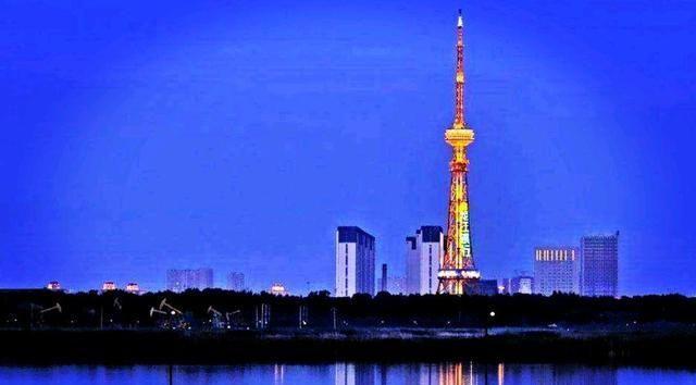 大庆市萨尔图区 月亮升起的地方