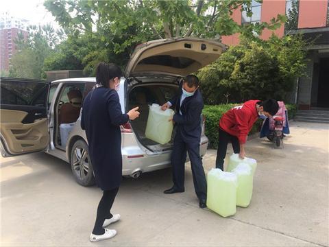 河南商丘工学院机械工程学院学生张晋哲向学校捐赠抗疫物资