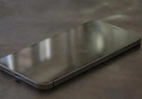 iPhone 12Pro最新渲染图曝光:屏幕无边框设计,这颜值香不香?
