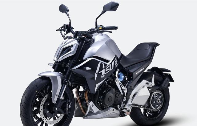 国产单摇臂运动街车摩托,帅气程度不输高端豪车,400cc双缸动力