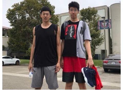 """U17国青大胜U18,""""2.2米高塔""""制霸篮下,李楠之子李禄瞳被雪藏"""