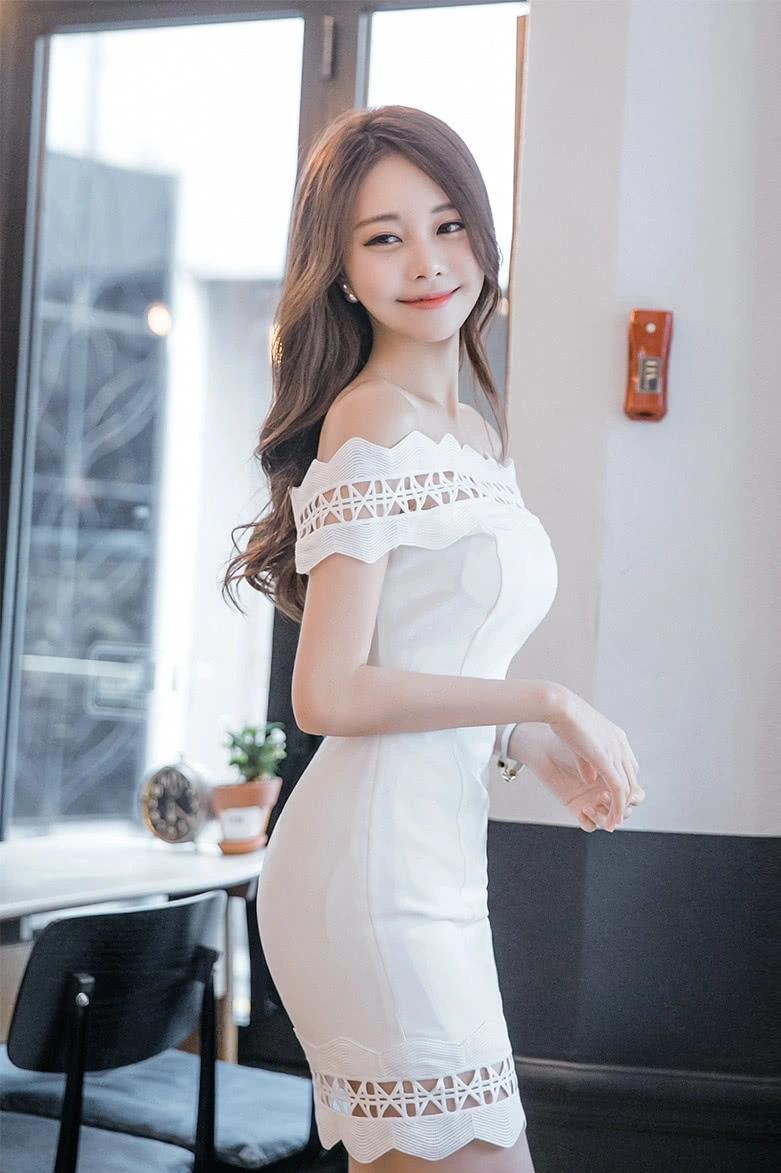 白色包臀裙展现出仙女般的气质!是时尚圈小姐姐们喜欢的一种裙子