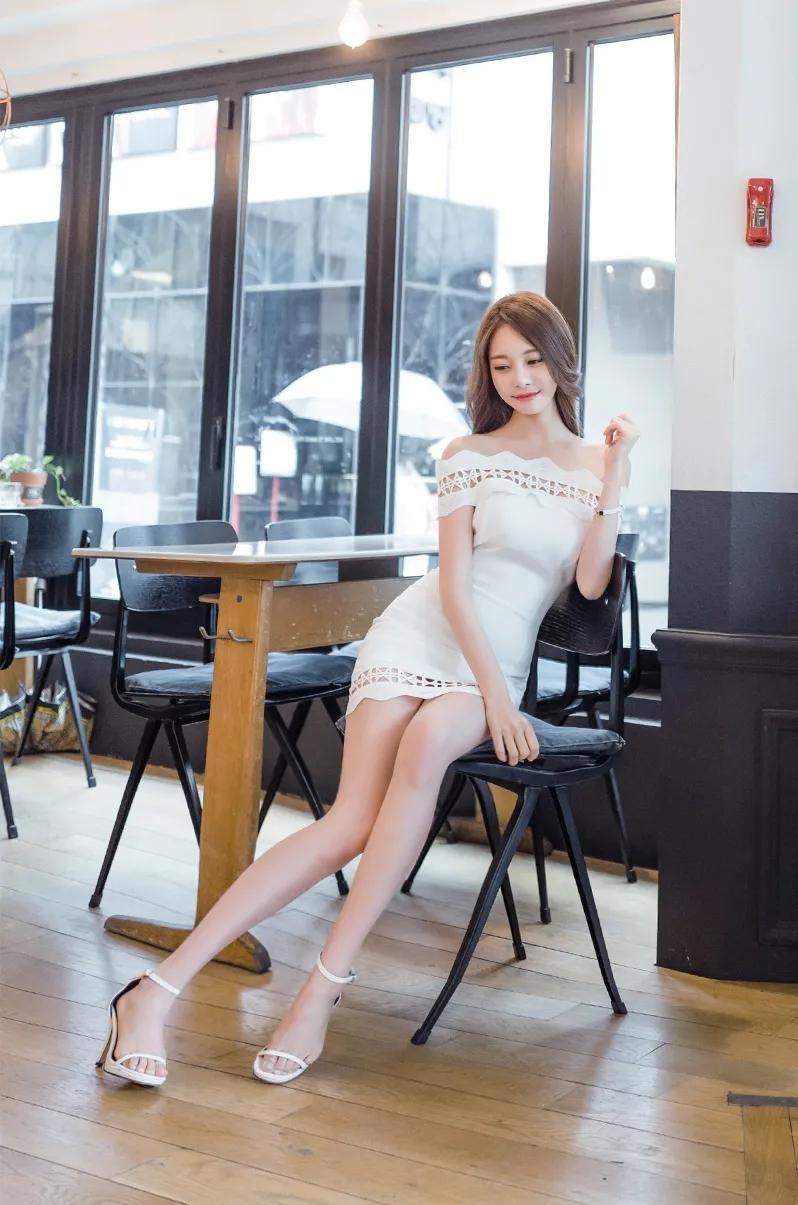 白色包臀裙展现仙女般的气质!是时尚圈小姐姐们喜欢的一种裙子
