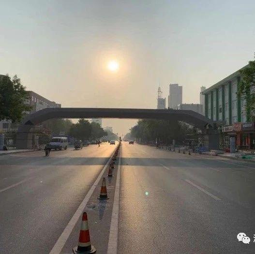 """学生过马路更安全了! 黄河五路""""鑫岳桥""""主体吊装完成"""