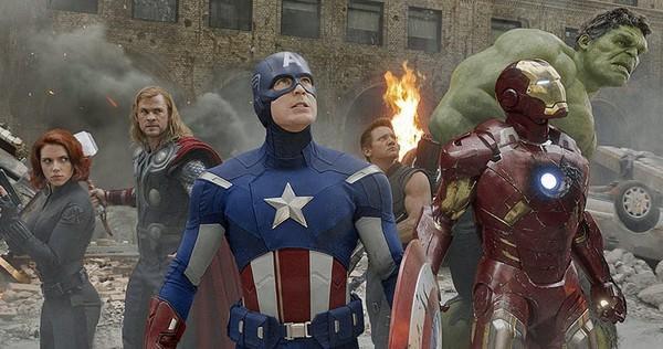 感动!美国队长举办慈善活动,初代《复仇者联盟》6人再合体