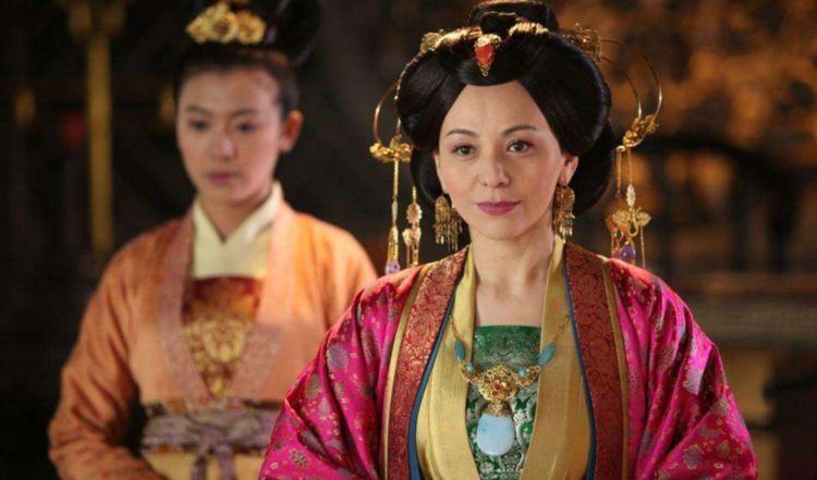 无宠妃子被遣送回家,因半路嫁给一名乞丐,摇身一变成为开国皇后