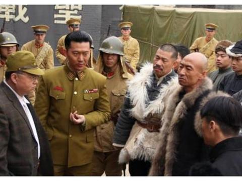 他自学日语从农民逆袭成演员,凭借《亮剑》成名,承受了太多苦难