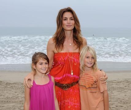 超模辛迪·克劳馥家的儿女:儿子是第一美少年,女儿是长腿妹妹