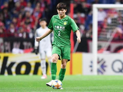 金玟哉争议发言与踩奖杯事件如出一辙 中国足球打铁还需自身硬!
