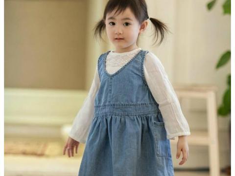"""有种""""长残""""叫8岁奥莉,娃娃脸成国字脸,越来越像她妈"""