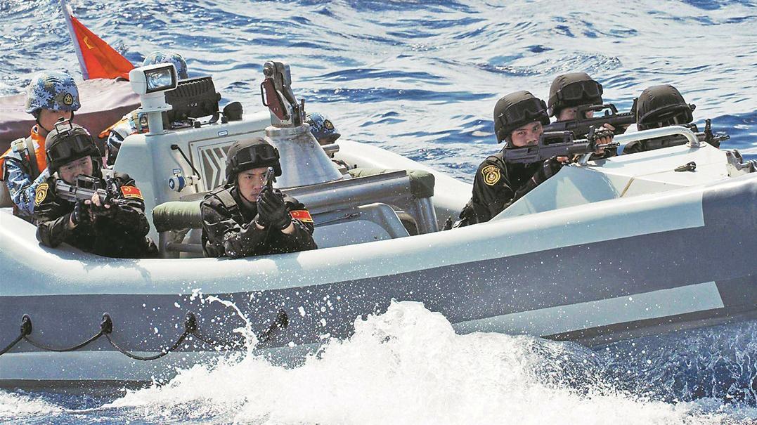 美国军舰刚闯进南海,中国海军编队就在南沙演习