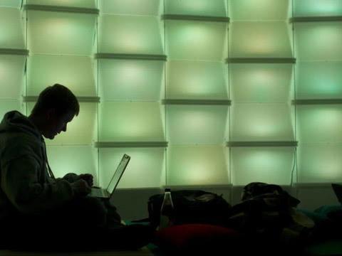 退学费!美国26所大学被学生集体起诉:交钱不是来上网课的