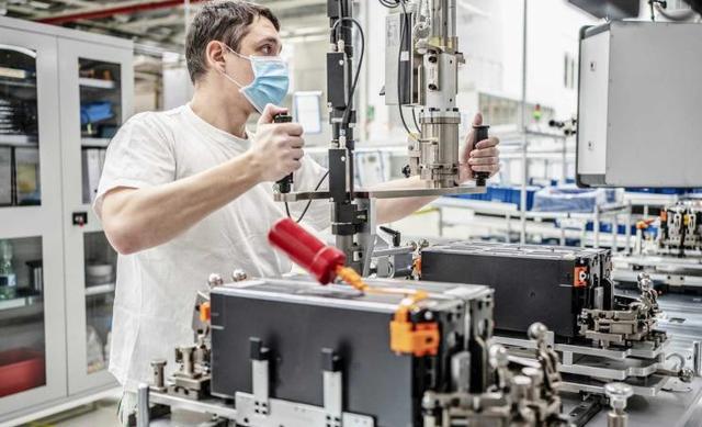斯柯达捷克工厂复工,并重新启动了动力电池生产线