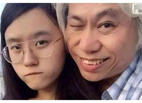 """62岁李坤城和22岁林靖恩""""爷孙恋""""造人成功?同框照辣眼睛"""