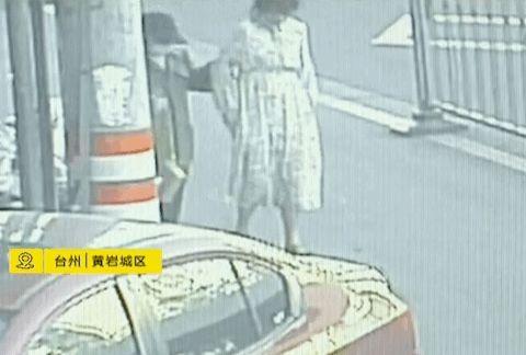 浙江一年轻孕妇走着走着,肚里小孩突然生下来掉在地上不知所措