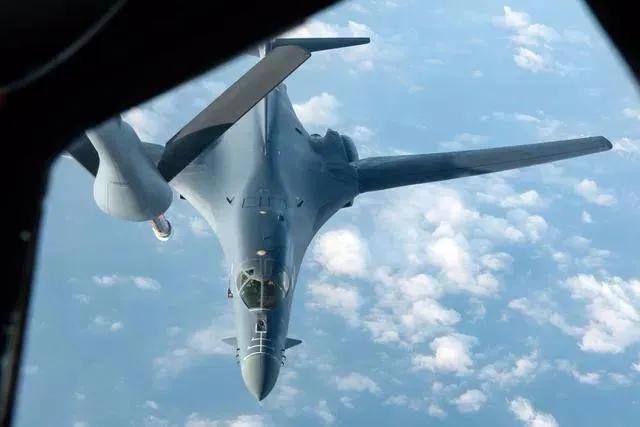 美军舰机近期频繁抵近,真以为打台湾牌就能牵制住中国?