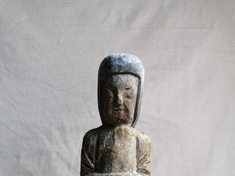 中国南朝楠木雕女俑造像
