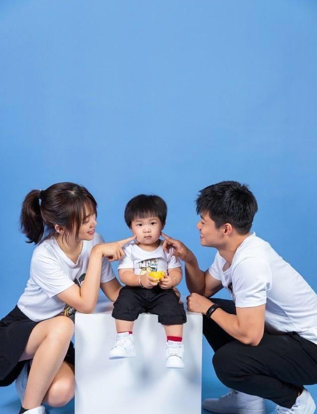 苏炳添母亲节表白妻子,31岁为人低调住老房,为家乡宣传土特产