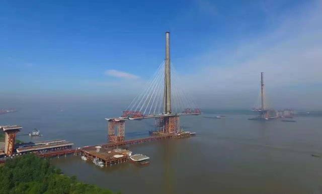 安徽正打造的一座长江大桥,是公铁两用斜拉桥,预计2020年建成