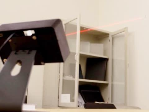 灭蚊子新方法,用激光束给蚊子定位,一打一个准