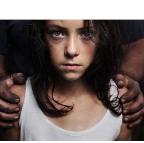 成年男子偷溜进12岁少女卧室,连续性侵了她一个月——细思恐极