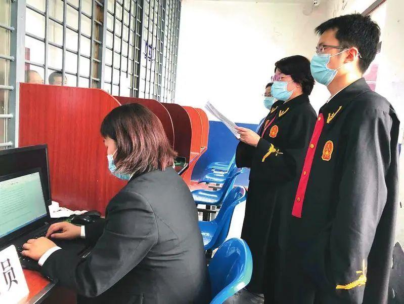 看守所庭审 玻璃栏断案  西安莲湖法院对38名涉黑恶被告人公开宣判