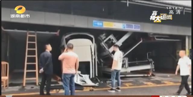 从五层砸到一层!浏阳立体车库车辆坠落,车库部分零件发现故障