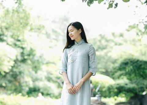 最美中国风,连衣裙这样穿,低调中显情怀