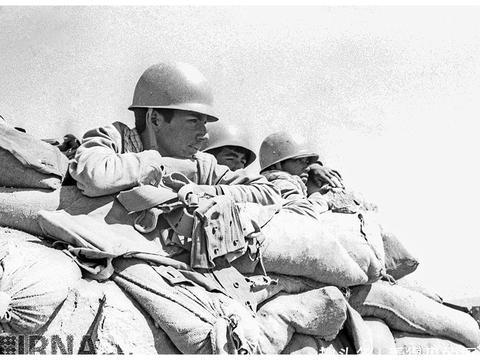 老照片  两伊战争中的伊朗军队  见证了战争的残酷