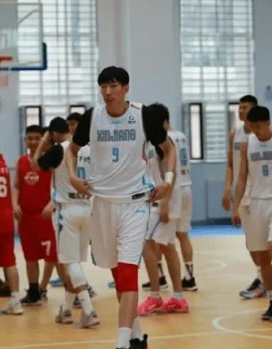 欢迎周琦围观!库兹马晒单腿支撑举杠铃,菲律宾大魔王冲击NBA!