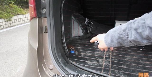 遥控钥匙放在车上,车门到底能不能锁上?现场演示给你看