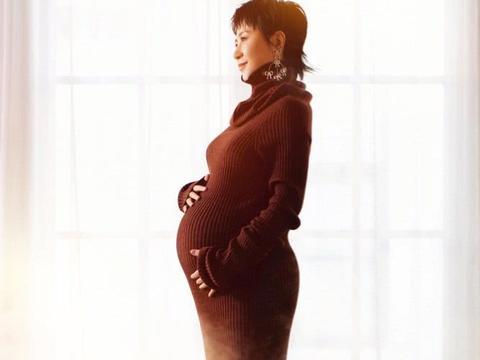 """马丽母亲节宣布当妈晒孕照,""""挺大肚""""拍写真,孕妇装穿得挺时髦"""