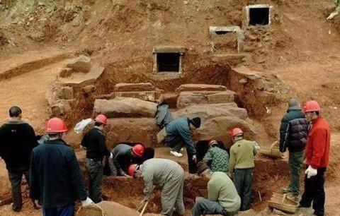 南京挖出秦桧墓,出土遗嘱揭开岳飞真正的死因