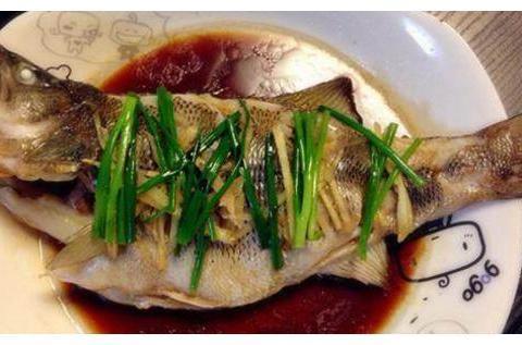 精选美食:家常清蒸鲈鱼、老厨豆芽、干炸丸子、油豆腐炒青椒