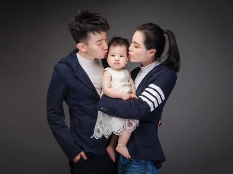 奥运冠军吴敏霞结婚三周年,丈夫张效诚高调表白,一家人十分幸福