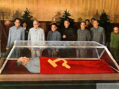 """粉碎""""四人帮"""",除了华国锋和叶剑英外,还有一人至关重要"""