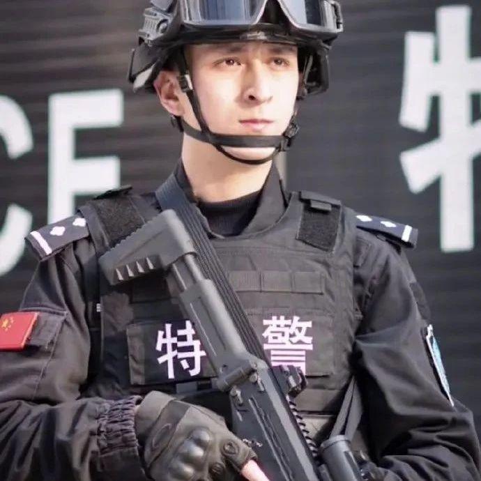 新疆特警用上阅兵新冲锋枪,北京警察还用过日本38大盖!|轻武专栏