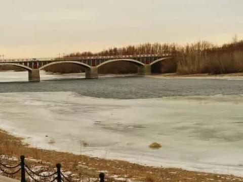 中国唯一流入北冰洋的国际河,源头在新疆,自东向西倒着流