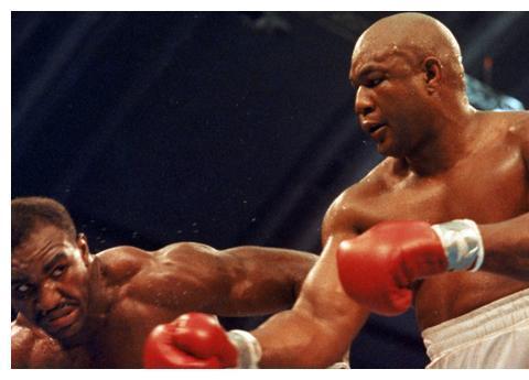 霍利菲尔德:拳头最重的对手并非泰森,而是福尔曼、里迪克-鲍!