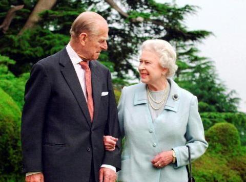 英国王室冻结工人薪酬!皇家宫殿无期限关闭,女王损失1亿6千万